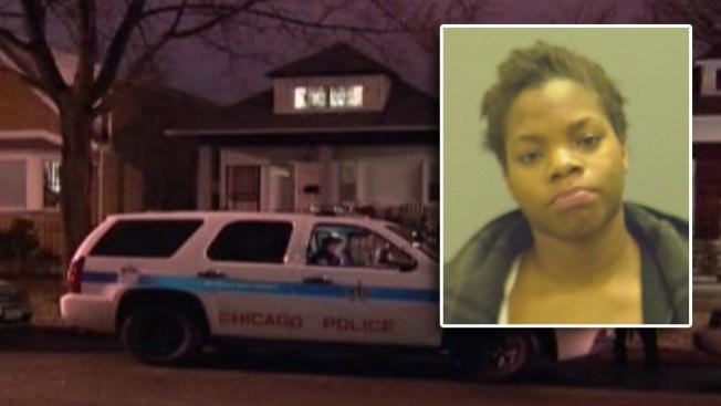 Mujer, 25 años, acusada de apuñalar a mamá