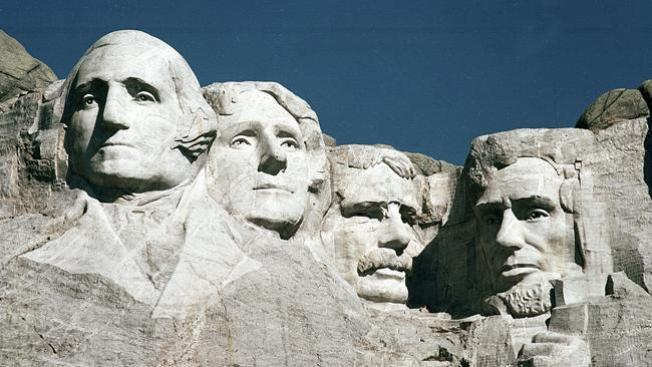 "Detenido por escalar ""Mount Rushmore"""