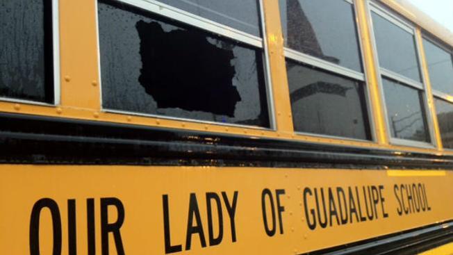 Autobús escolar baleado