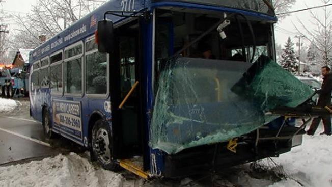 Autobús de PACE pierde el control