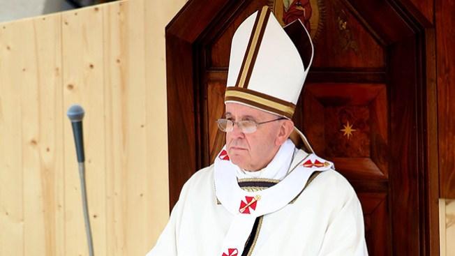 Por lujos, Papa suspende a obispo