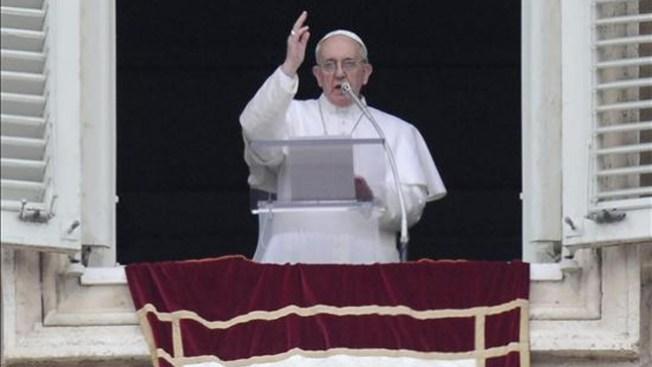 El Papa lava los pies a discapacitados
