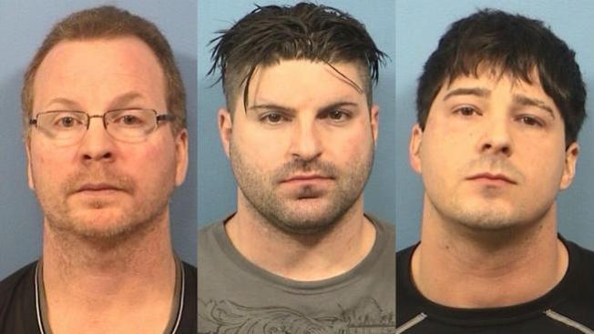 Oficiales acusados de robar a narcos