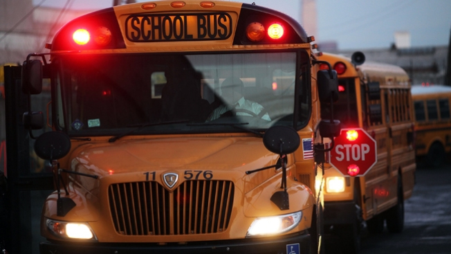 Multas por saltarse stop de bus escolar