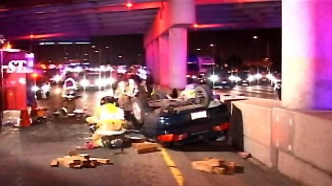 Madre y bebé sobreviven caída de un puente en auto