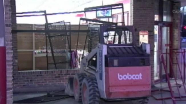 Roban mini tractor y asaltan tienda