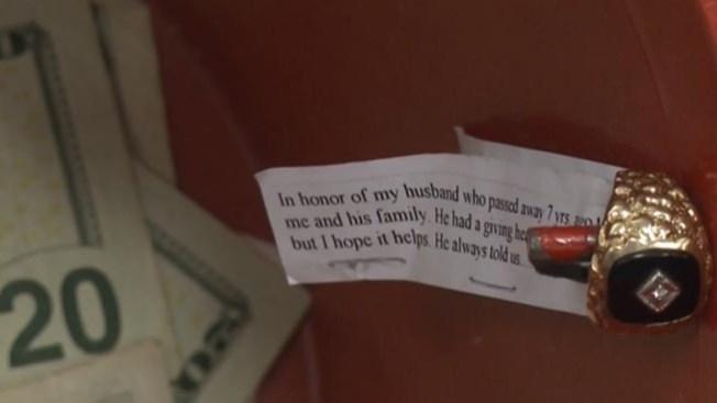 Viuda dona el anillo de su esposo