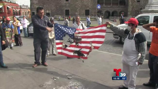 Mexicanos queman bandera de EE.UU