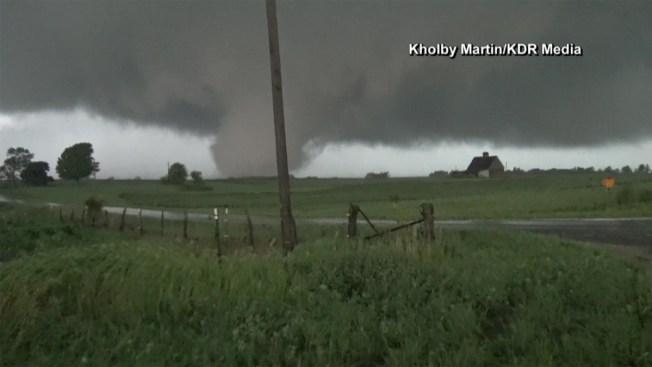 Monstruoso tornado azota poblado de Illinois