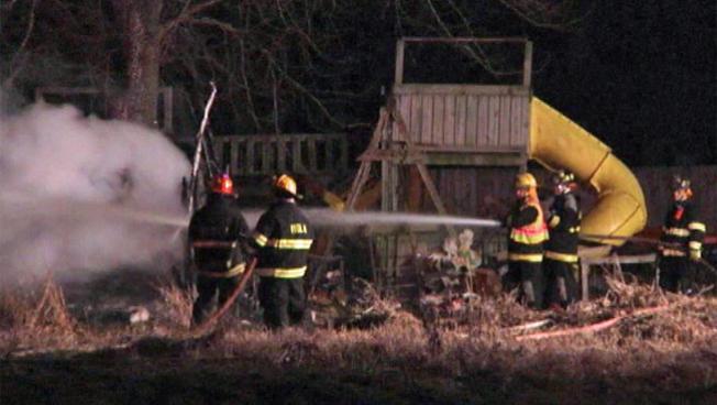Incendio en casa móvil mata a cinco