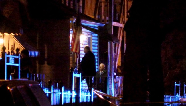 Grave niño baleado frente a su casa en East Side