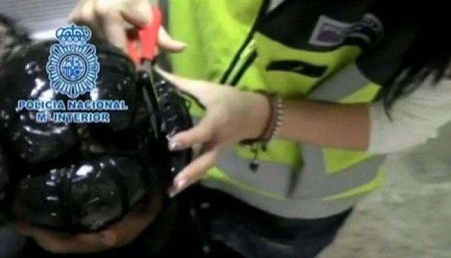 Arrestan mujeres con coca bajo pelucas