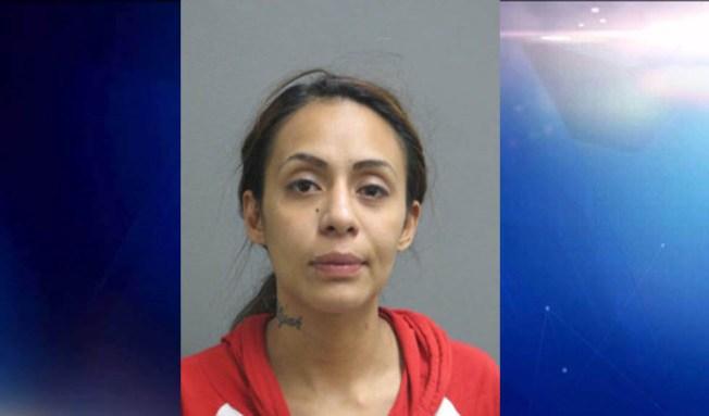 Arrestada por conducir ebria y con tres niños en el auto
