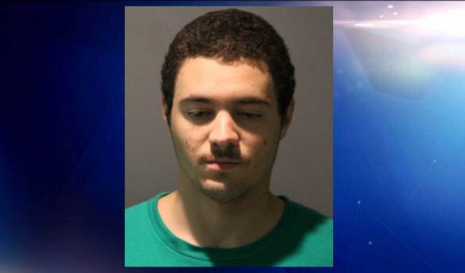 Policía: acusado tras apuñalar a su novio mientras dormía