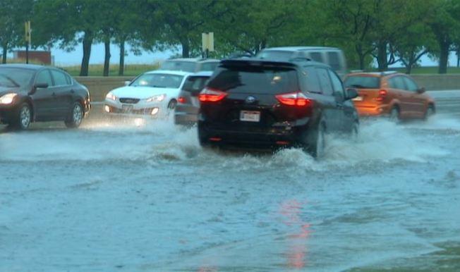 Lluvias torrenciales traen el otoño a Chicago