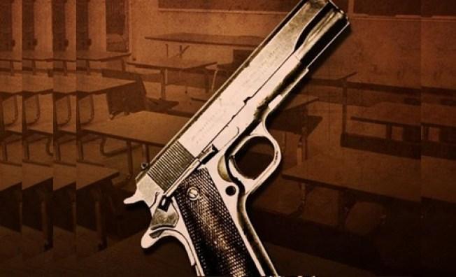 Alumno acusado de llevar pistola a escuela