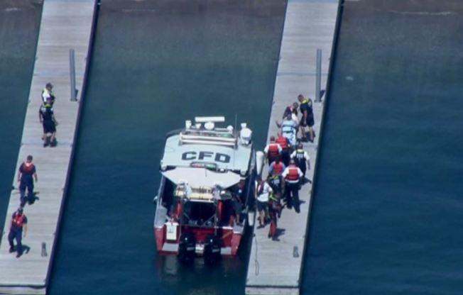 Rescatan hombre que cayó al Lago Michigan