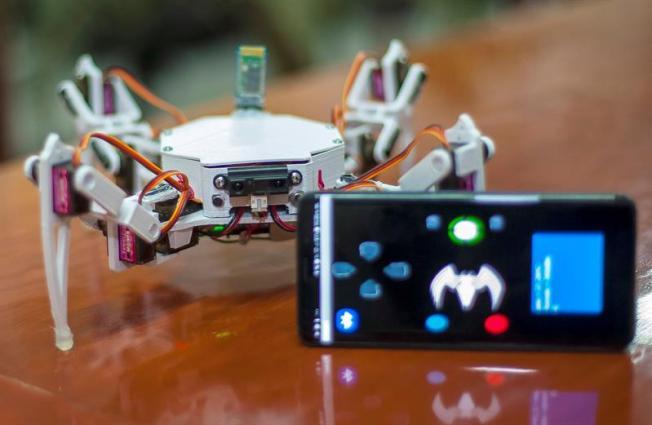 """Crean robot """"araña"""" que halla a atrapados bajo escombros"""