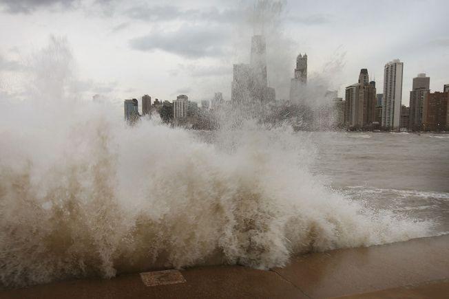 Aviso por fuerte y peligroso oleaje en el Lago Michigan
