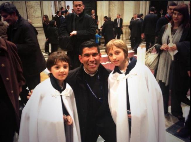 Sacerdote interpretará canonización