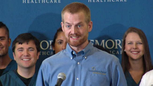 Ébola: dan el alta médica a Kent Brantley