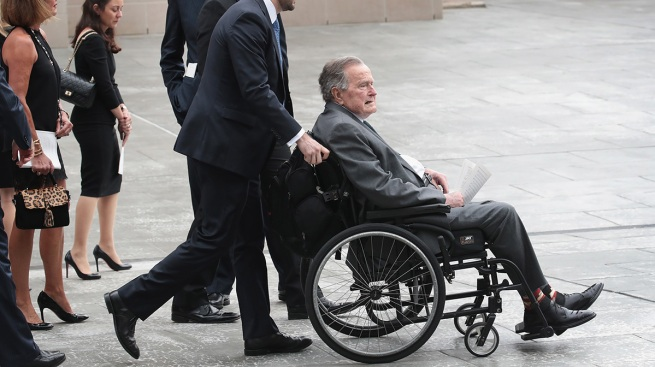 Expresidente H.W. Bush supera infección y sale de hospital