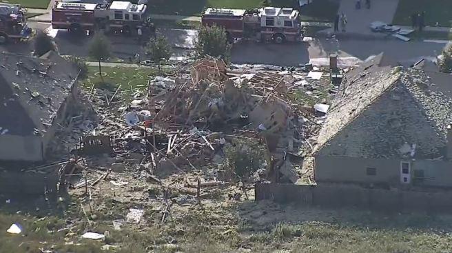 Casa explota, arde y deja cinco personas heridas