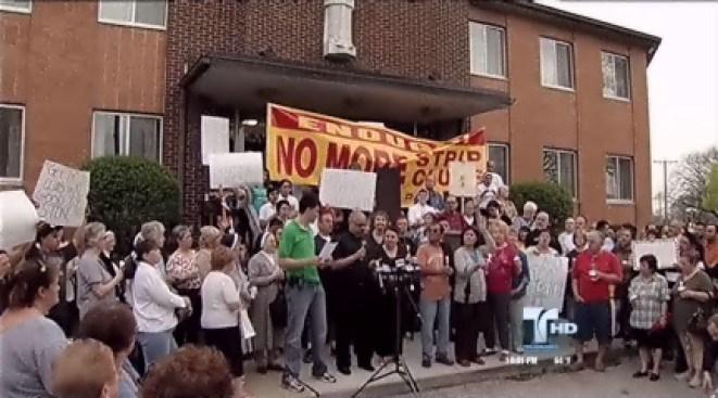 Cientos protestan por club nocturno