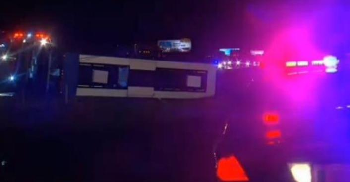 19 heridos en volcadura de Megabus