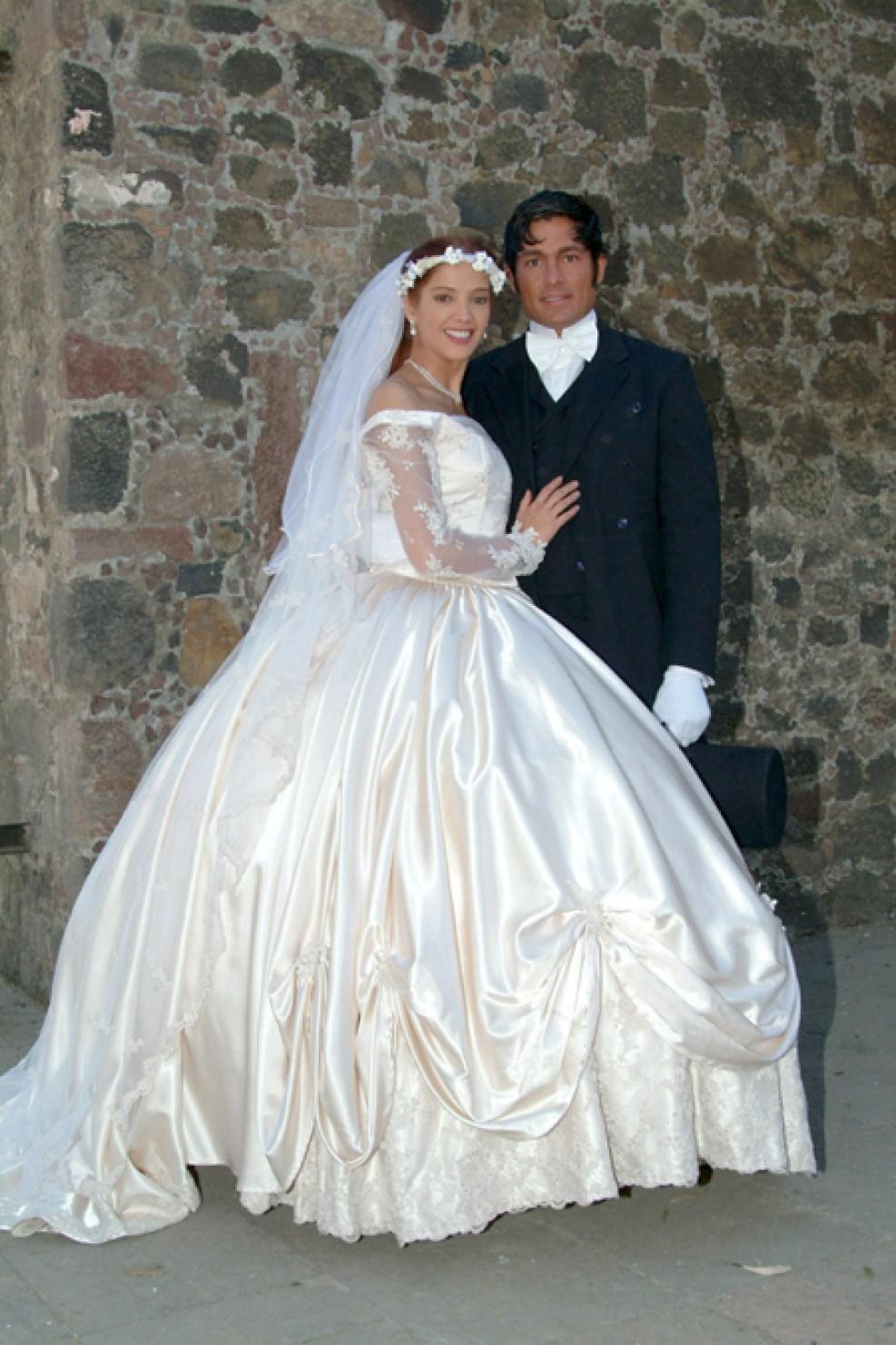 https://media.telemundochicago.com/images/987*1481/fernando-colunga-mezcalent-03.jpg
